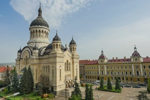 Sondaj CURS: Biserica este instituția în care românii au cea mai mare încredere
