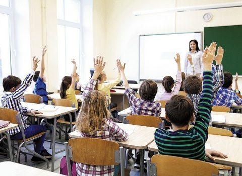 """Avocatul și profesorul de drept, Cristian Clipa, amenință Guvernul cu instanța de judecată """"Părinți, cereți guvernanților dreptul de a vă duce copiii la școală!"""""""