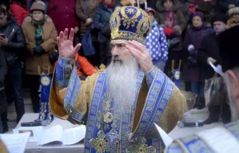 IPS Teodosie a fost aplaudat de credincioși: Luați aminte, în sfântul Potir este Hristos
