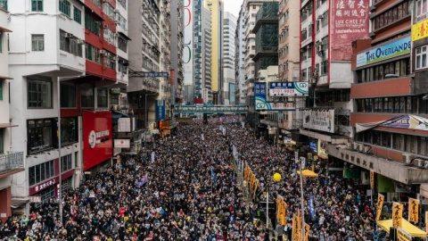 Boris Johnson va oferi paşapoarte britancie câtorva milioane de locuitori din Hong Kong. China nu a respectat acordul sino-englez din 1997