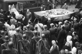 Vezi cum la 1956 se sărbătorea cu fast hramul Sfintei Parascheva la Iași în plin comunism (Video)