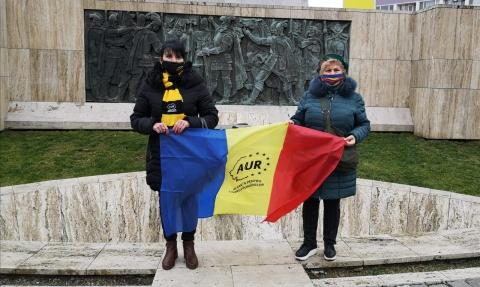Caravana AUR în fața statuii lui Mihai Viteazu din Cluj-Napoca. George Simion primit cu aplauze