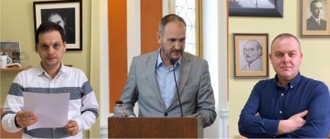 Trei poeți clujeni recită pentru cititori de Ziua Internațională a Poeziei (Video)