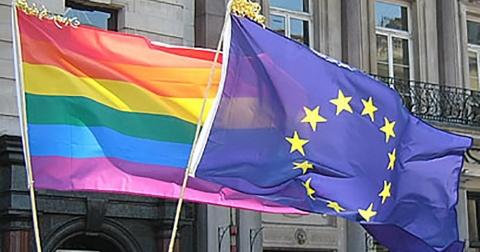 Senatul italian a blocat miercuri un proiect de lege împotriva homofobiei la presiunea Vaticanului