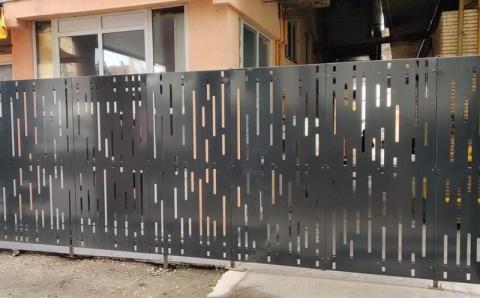 Plângere penală în cazul gardului de metal apărut lângă Hotelul Cristian