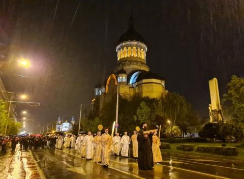 Mii de clujeni la Catedrala Mitropolitană de Slujba de Înviere