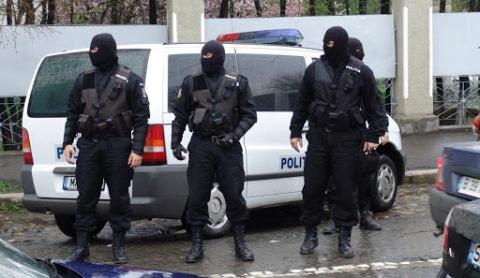 Tânăr de 26 de ani din Cluj-Napoca a fost prins în flagrant în timp ce ridica un colet