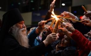 Lumina Sfântă s-a aprins la Sfântul Mormânt de la Ierusalim de Paști