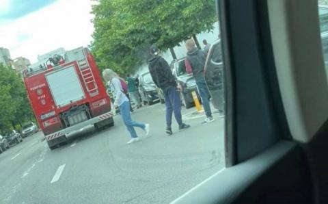 O mașină a luat foc, miercuri după-amiază, pe Calea Dorobanților