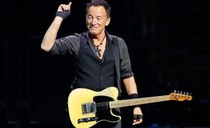 Vaccinații cu AstraZeneca, interziși la concertul rockerului Bruce Springsteen