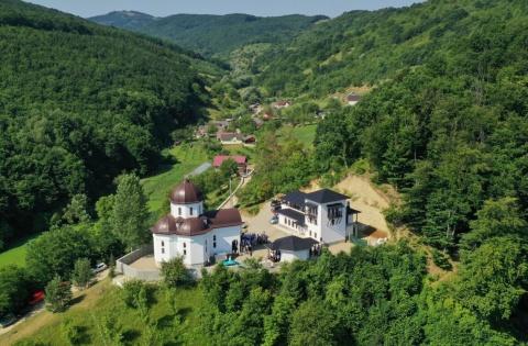 Mănăstirea Pantocrator din Beclean, închinată Sfântului Paisie Aghioritul, şi-a sărbătorit hramul