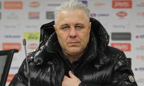 Antrenorul formaţiei CFR Cluj, Marius Şumudică: Am spart două sticle ca să-i trezesc pe jucători