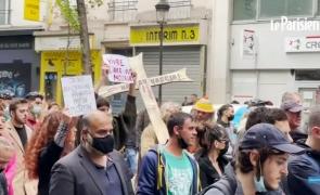 Francezii au protestat împotriva vaccinării şi a certificatelor COVID la Paris