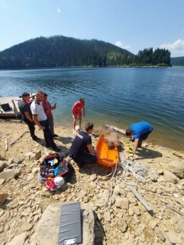 Cadavrul unui bărbat de 53 de ani a fost găsit pe lacul Beliș-Fântânele