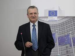 Clujeanul Vasile Puşcaş, fostul negociator al aderării României la Uniunea Europeană, a devenit membru corespondent al Academiei Române