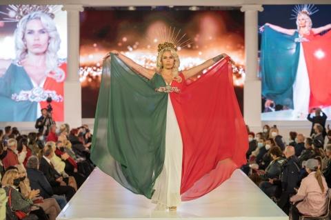 Rochie în culorile steagului Ungariei la un festival de modă la Cluj-Napoca