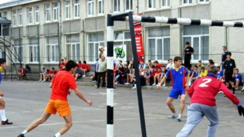 """,,Fugi în curtea școlii"""" în 4 școli din Cluj-Napoca"""