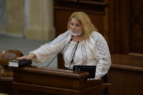 """Diana Șoșoacă a făcut din nou scandal în Parlament: """"Numai evreii trebuiau să arate un document ca să meargă la alimentară si la lucrurile normale"""""""